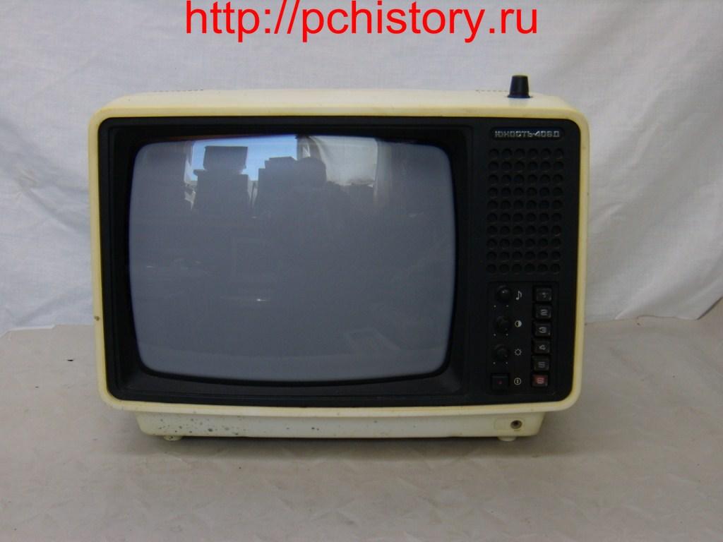 """Этот телевизор использовался как монитор к самодельному компьютеру  """"Радио 86-РК """" ."""